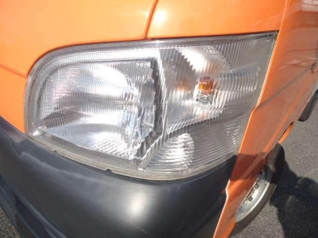 ヘッドライトもこのようにきれいな状態を保っております。