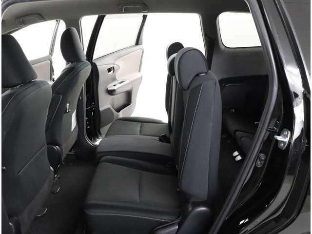 後部座席も当然、綺麗・清潔に仕上げております。内装の綺麗なお車は気持ちがいいですし、コンディションのい車が多いです。前のユーザーが丁寧に使っていた証拠です。