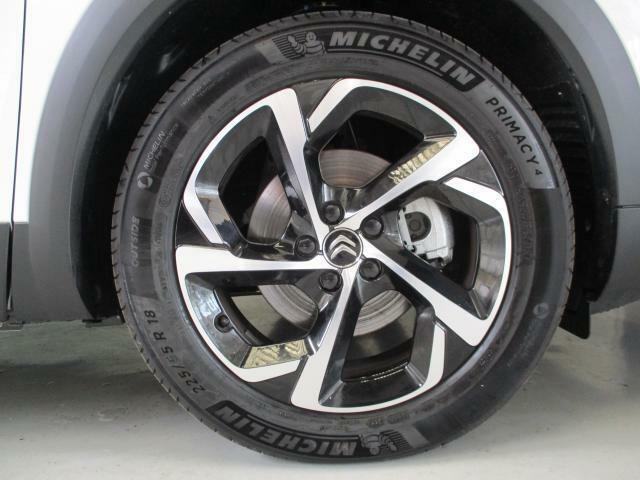 18インチアルミホイール、タイヤサイズは235/55R18