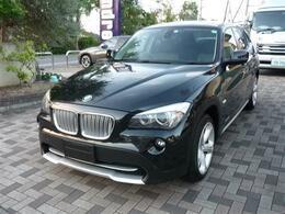 BMW X1 xドライブ 25i ハイラインパッケージ 直6気筒3000黒革サンルフ