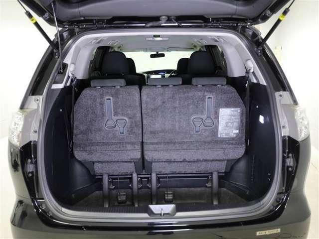 ラゲージルームだって広々です!シートを倒して更に荷物を積むことができます♪