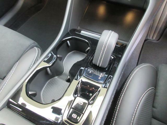 電子制御8速オートマチック ドライブモード付、
