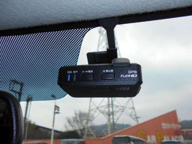 人気のドライブレコーダー☆安心・安全なドライブのため今や必須の装備ですね♪
