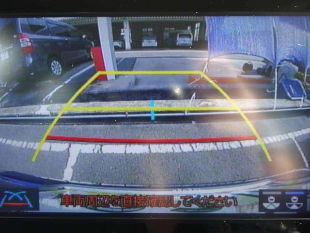 バックガイドモニターで良好な後方視界を確保。車庫入れもこれで安心ですね。