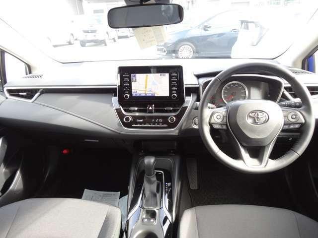 デザイン性に優れた運転席になっております。操作性も良く、快適にドライブして頂けます。