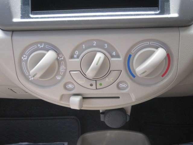 マニュアルエアコンです!温度や風量など思いのままです!