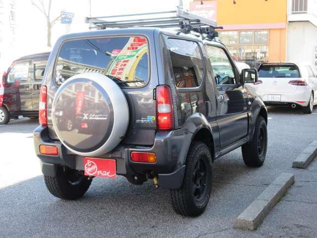 背面タイヤカバーに傷凹みが見られます。