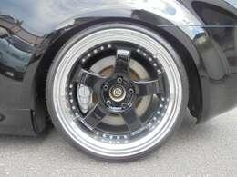 新品国産タイヤは、フロント215/35 リア225/35 引っ張り&デジキャン10mm仕様
