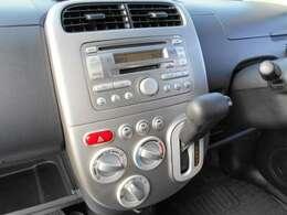 CDチューナー付きです。ナビゲーションや、オーディオの取り付けに関しては、スタッフまでお気軽に、お声がけください。