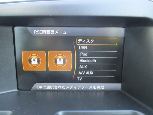 RSE(リアシートエンターテイメント)システム:フロントヘッドレスト後部に設けられたモニターによりTV、DVDを楽しむことができます。