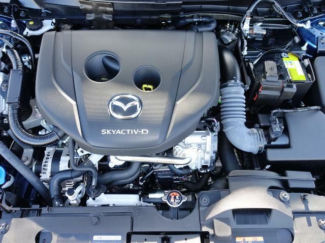 マツダが世界に誇る1.5ディーゼルエンジン。低回転から発生するパワフルなトルクと、優れた環境性能、低燃費性能。快適に楽しく走るための、文字どうり原動力となるエンジンです。