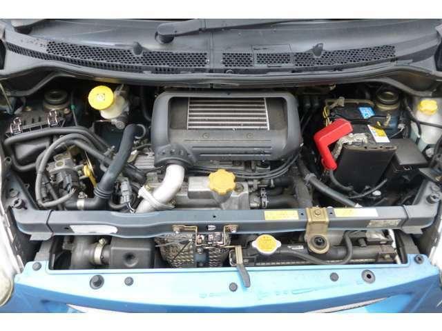 ◆エンジンルーム◆こちら、エンジンルームのお写真です。納車時には法定点検を行いますので安心して乗っていただける1台です。