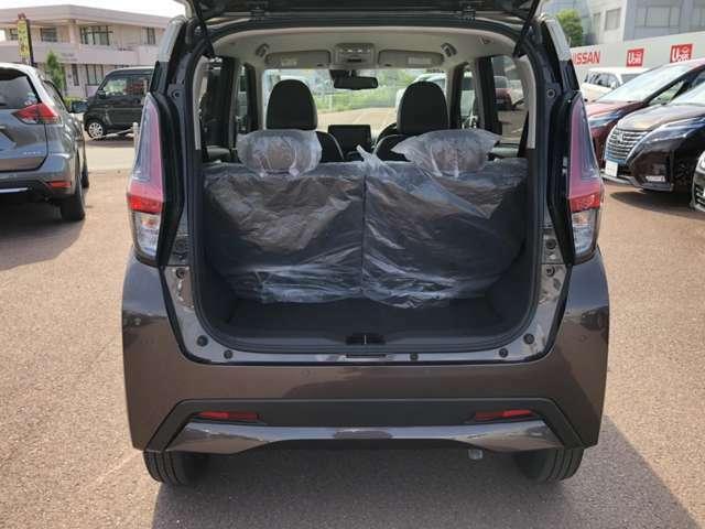 【ラゲッジスペース】シートがそのままの状態でもたくさんお荷物が載せられて便利です♪