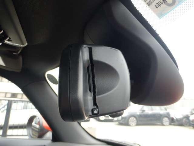 ◆もうご存知ですよね!?MINI純正のETC車載器はルームミラーに内蔵されています☆もちろん差し込み忘れのアラームや高速料金も表示します◆