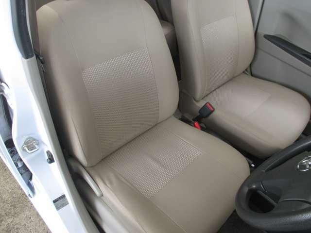 運転席シート座面はシワ・ヨレが少々ございます。