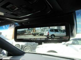 デジタルインナーミラーの装備です。全周囲カメラ・バックカメラも装備で後方駐車に役立ちます。