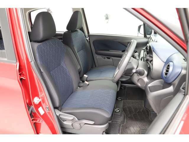 後方からの衝突時に頸部への衝撃を軽減してくれるので安全も配慮しているシートです!