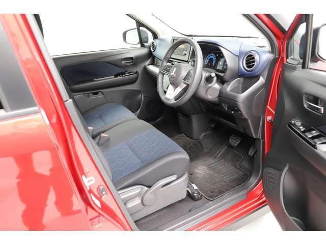 運転席・助手席シートバックは胸部と骨盤の重さを支えて負担を軽減してくれるシートです!ロングドライブも疲労も軽減してくれます♪