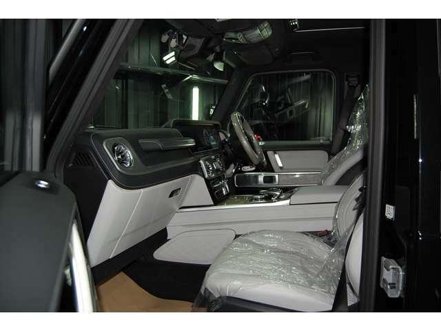 G400d マヌファクトゥーアED 限定 右ハンドル AMGラインサンルーフ ボンネットバッチブラックアウト サイドステップカーボンラッピング ホイールキャップベンツマークブラックアウト  ドアノブカーボン