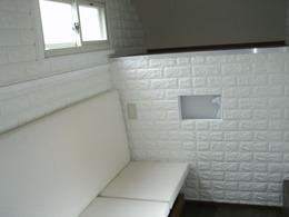 白を基調とした室内。シェルターのみの販売も可能です。