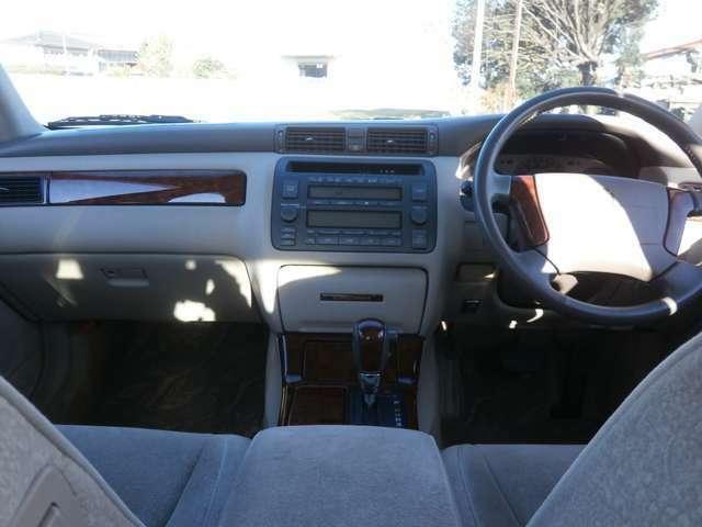 オートエアコンですので車内を一定の温度に保て快適です♪