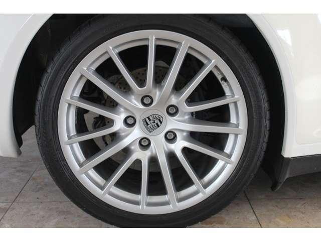 新車時メーカーオプションのスポーツデザイン19インチアルミホイール付です。右ハンドル、ティプトロニックSとなります。詳しくは弊社ホームページをご覧ください。http://www.sunshine-m.co.jp
