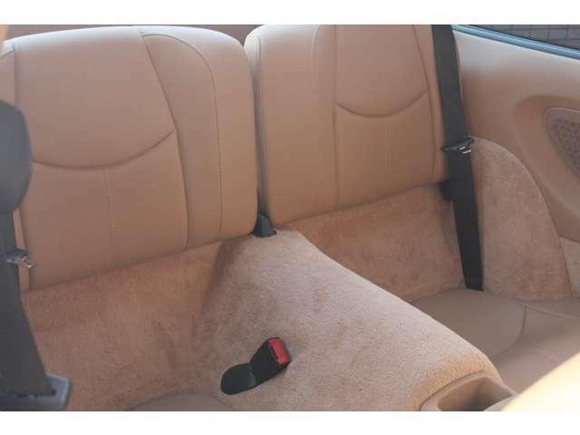 リアシートもベージュレザー、使用感等殆ど無く、禁煙車でとても綺麗な状態です。右ハンドル、ティプトロニックSとなります。詳しくは弊社ホームページをご覧ください。http://www.sunshine-m.co.jp
