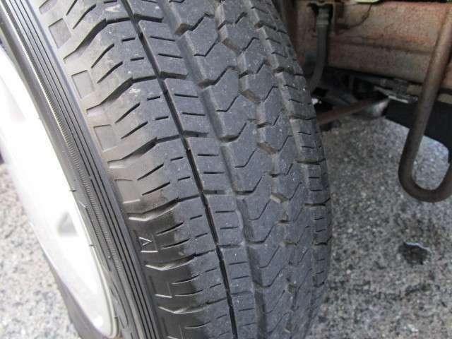 タイヤの山しっかりあります!