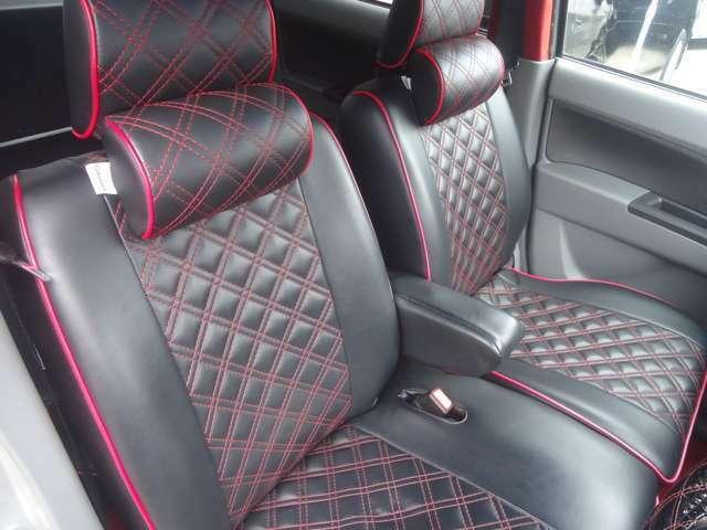 本革調シートカバー装備しています。オシャレな赤いステッチがワンポイントです。