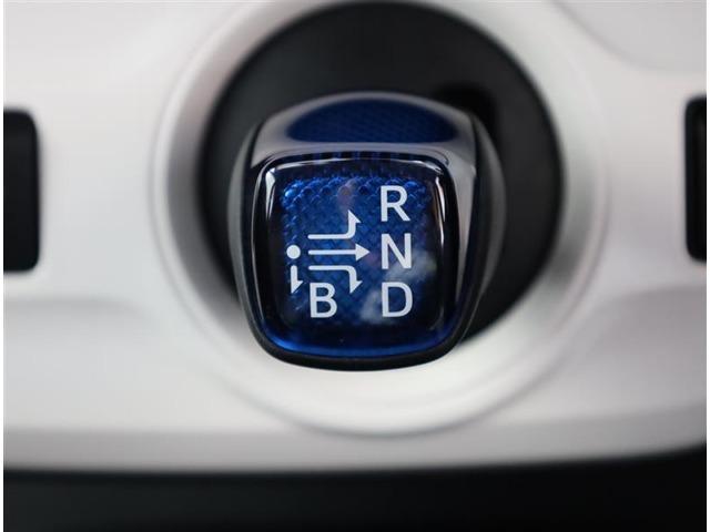 皆親しみやすいATシフトですね。 自動変速なので運転だけに集中できます。 手になじむ形状のシフトノブなので負担が少なく操作できますよ。
