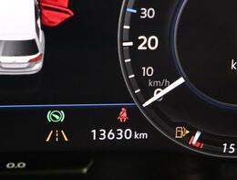 ★ マルチファンクションインジゲーターは時刻、瞬間、平均燃費、走行距離、平均速度などドライビングに役立つ情報が得られます。