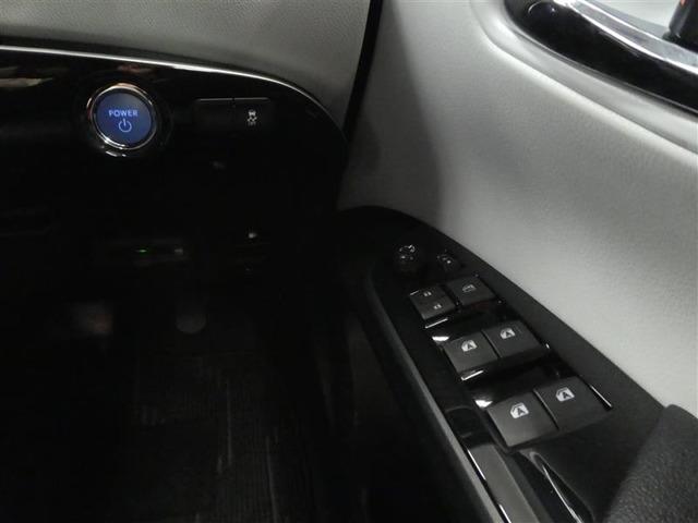 キーを挿すことなく、エンジン始動ボタンを押すだけでエンジンが始動!キーを鞄やポケットから出すことなく、すぐに運転できる快適装備です!