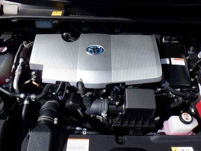 エンジンは2ZR-FXE型を踏襲しながらも、最大熱効率40%を実現して改良を施し、ハイブリッドシステム全体の小型・軽量化や約20%の低損失化を図ったことで、更に燃費が向上しています。