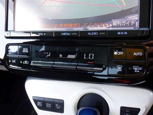 運転席と助手席でそれぞれお好みに合わせて温度設定が行えるフルオートエアコンです。外気温や室温、日射量を感知し、吹き出し温度、風量を緻密に制御します