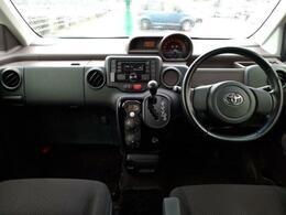 足元広々インダッシュオートマです!アイドリングストップ・HIDライト左電動スライドドア・ETC・シートヒーター装着エアコンはナノイーエアコンです。