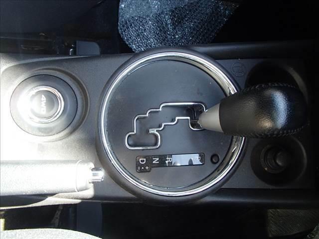 切替4WD ディスチャージヘッドランプ スマートキー プッシュスタート フォグランプ 横滑り防止 アイドリングストップ パドルシフト バックカメラ付き オートライト 純正セキュリティ ウィンカーミラー