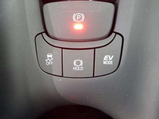 EVドライブモードはモーターのみの走行になるので深夜のエンジン音や、ガレージでの排出ガスを抑えたいときに便利です。