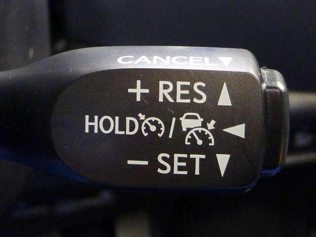 ミリ波レーダーセンサーからの情報によって、先行車を認識。アクセルに足をかけることなく、適切な車間距離を保ちながら追従走行をする「レーダークルーズコントロール」を装備!!