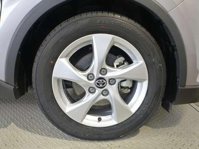 タイヤ溝は前後ともに5mm以上と十分に残っており、購入後も安心してお乗りいただけます♪