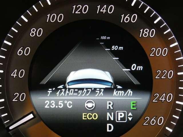 ディストロニックプラス(前車追従型レーダークルーズ)や左右後方の死角になる個所を走行する車輌を感知し、ドライバーへ警告をするアクティブブラインドスポットアシスト等のレーダーセーフティをご使用頂けます!