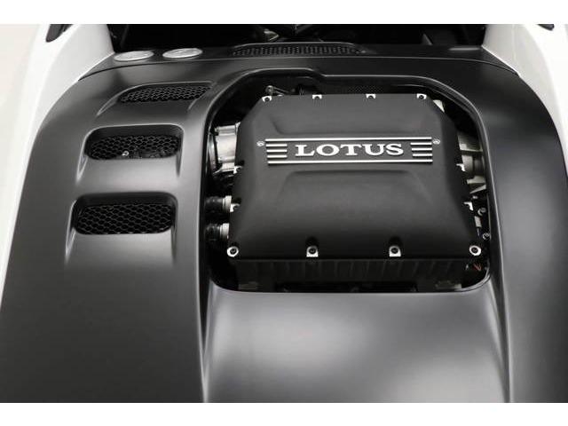 V型6気筒3.5リッタースーパーチャージャーエンジン。416ps(カタログ値)のパワー。わずか925kgと軽量。