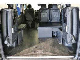 テーブルとマットを収納すれば広大な荷室スペースも作れます!