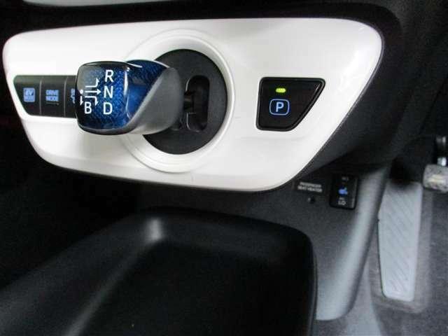 ドライブモードスイッチ装備(ノーマル・エコ・パワー)。EVモードスイッチ装備。(*^▽^*)