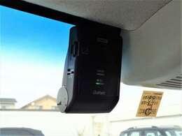 いまや必需品の純正ドライブレコーダー付いています