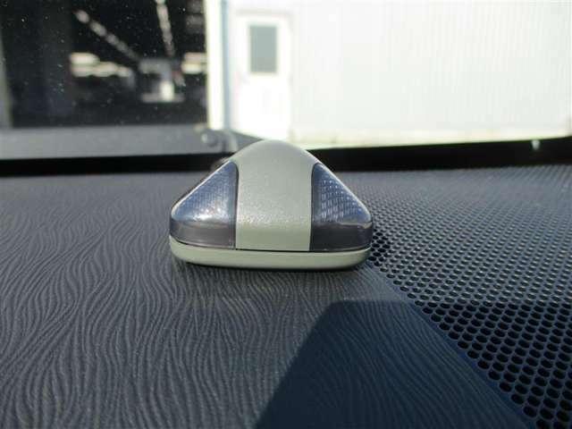 【オートアラーム】車両盗難・車上荒らし・イタズラの被害を少しでも防ぐための盗難防止装置で、ワイヤレスキー・スマートキーのロック・アンロックに連動し盗難警報システムをON/OFFします。