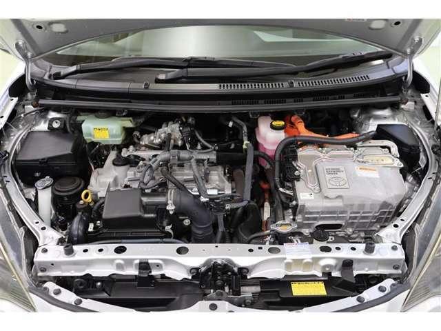 エンジンルームです。もちろんクリーニングしております。今後のメンテナンスも【トヨタを知り尽くしたプロ】弊社のエンジニアにお任せください!