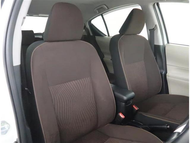 【フロントシート】Gグレード専用のスウェード調ファブリックシートになります。