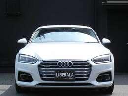 LIBERALAは複数のメーカーのお車をワンストップで乗り比べしていただける唯一の輸入車ブランド店舗です。お気軽にお立ち寄りいただき心ゆくまでその性能をご堪能してください。