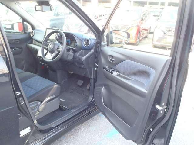 高級感もあり、さらに広々とした運転席です。周りの視界も広いのでさらに運転が楽に出来ますね!