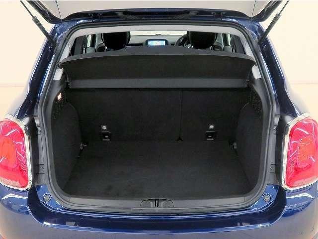 ■リアシートを収納すれば、広いラゲージスペースが確保できますので、荷物の多い時は便利です!